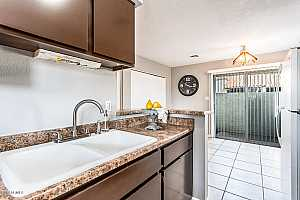 MLS # 5870896 : 4820 89TH UNIT 104