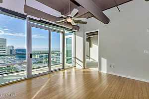 MLS # 5720065 : 1 LEXINGTON UNIT 1211