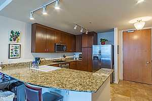 More Details about MLS # 6188849 : 44 W MONROE STREET #1609