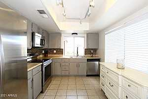More Details about MLS # 6282735 : 2415 W GREENWAY ROAD #4
