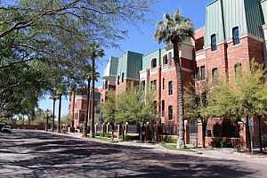 Browse active condo listings in CHATEAUX ON CENTRAL