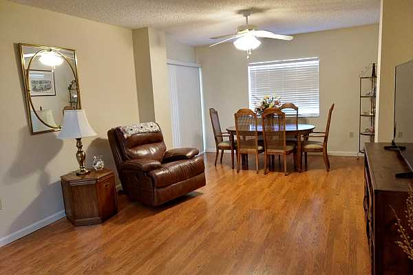 Photo #7 Living and dining area