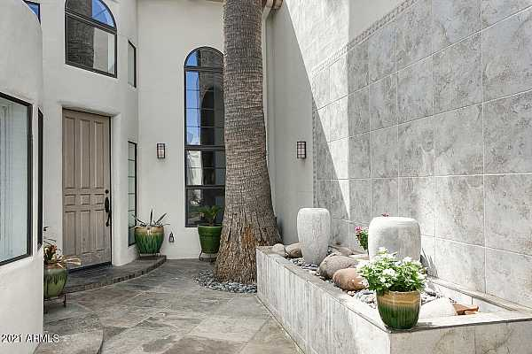 Photo #6 front courtyard