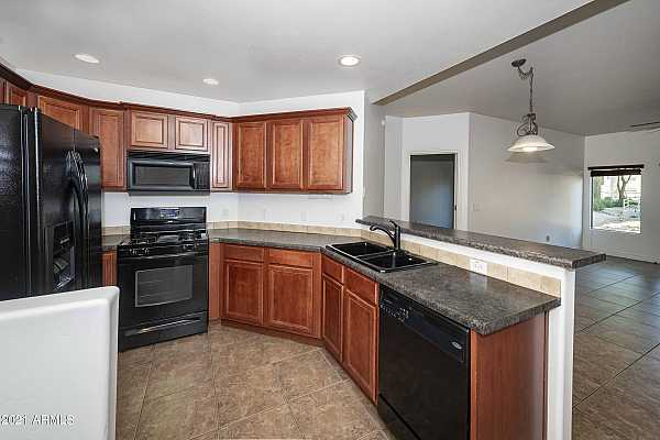 Photo #10 Kitchen w/Maple Cabinetry